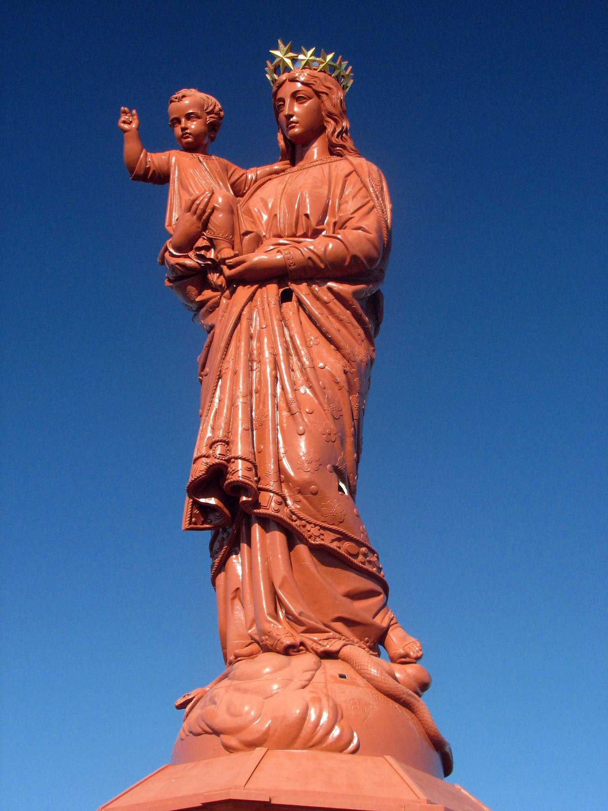 the statue of Notre-Dame de France